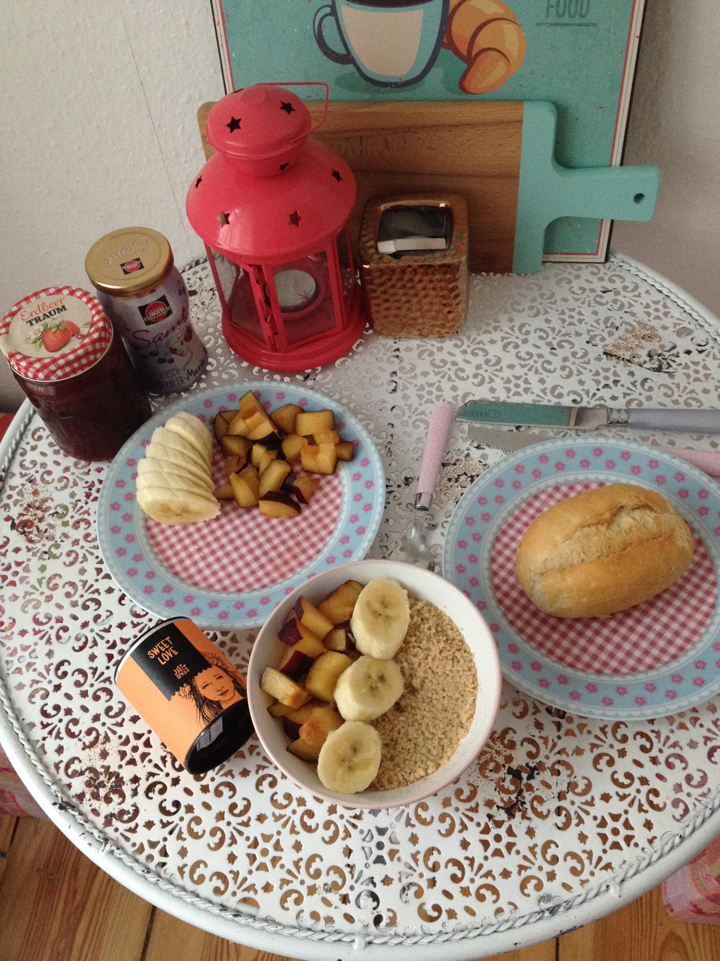 gedeckter Frühstückstisch-mit-Couscous.JPG
