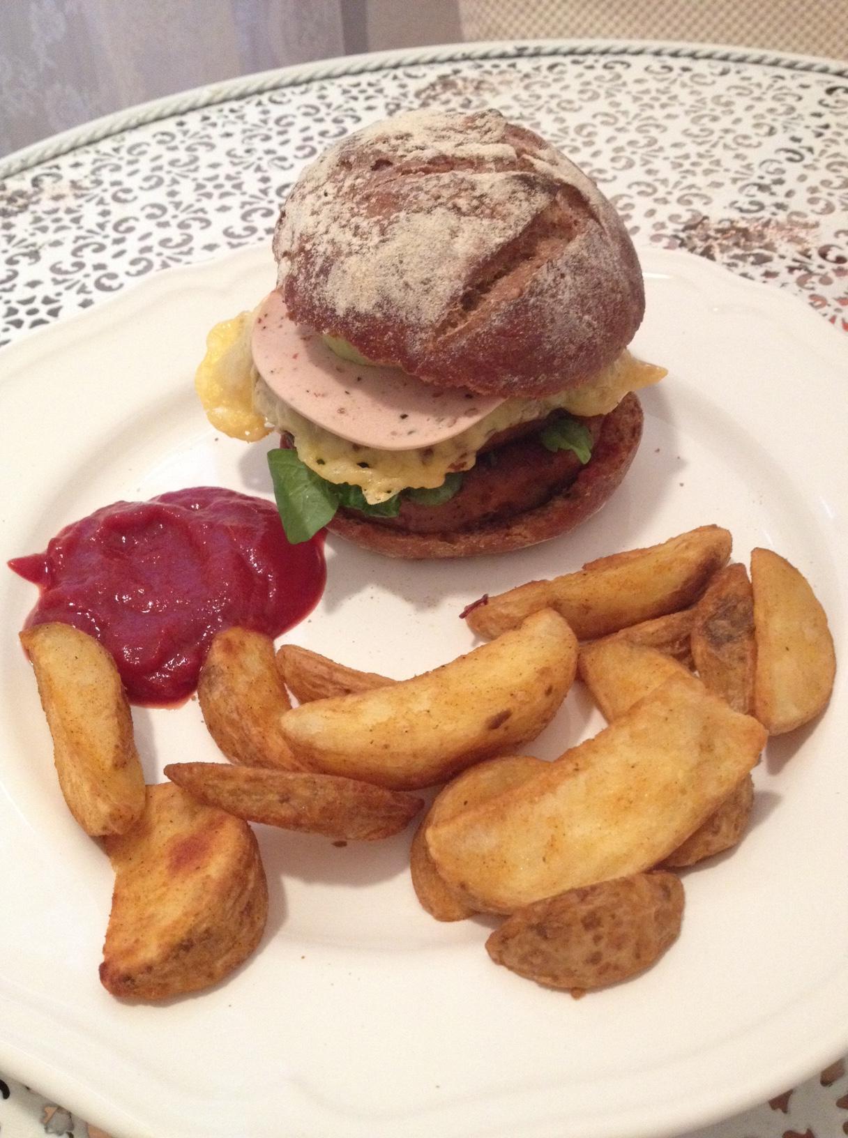Selbstgemachter Veggie Cheeseburger.JPG